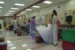 بالصور .. عروسان يطلبان المدعوين بالتبرع بالدم بدلا من الهدايا فى زفافهما