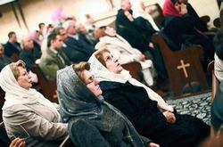 قس أمريكي من أصول إيرانية : 4 ملايين شيعي إيراني اعتنقوا المسيحية سرا .. وجواسيس للنظام اخترقوا احتفالا لتعميد 150 إيرانيا في تركيا