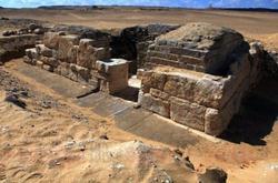 علماء الآثار : مقبرة فرعونية جديدة تثير تكهنات ومزاعم بقرب نهاية العالم