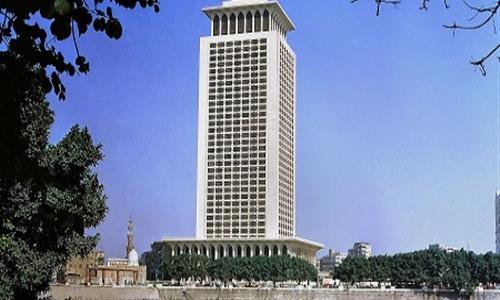«الخارجية» تنفي اتهام سفير مصر في برلين بالاختلاس