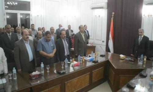 دقيقة حداد على شهداء حادث الأنبا صموئيل خلال اجتماع محافظ المنيا مع نواب البرلمان