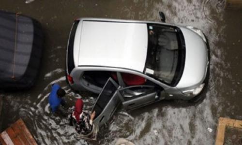 مصرع شخص وإصابة آخر فى سقوط لافتة إعلانات بالإسكندرية بسبب سوء الطقس