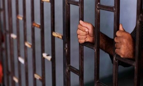 حبس معلم ووقفه عن العمل لاتهامه بهتك عرض طفل داخل مدرسة فى القليوبية