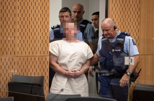 اللقطات الأولى لمنفذ الجريمة الإرهابية داخل محكمة كرايست تشيرش بنيوزيلندا ..فيديو