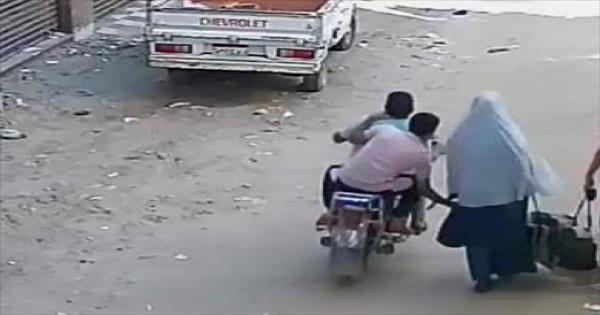 حبس المتهمين بسرقة حقيبة سيدة أثناء سيرها بالشرقية 4 أيام