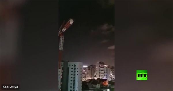 فيديو .. الجيش الإسرائيلي : أطلق مخربون في غزة صاروخين نحو تل أبيب بأموال المساعدات الدولية