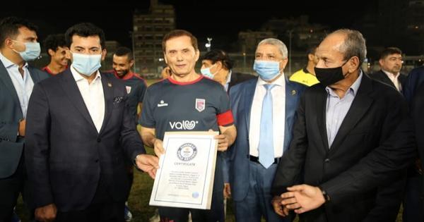 صور..مصر تدخل موسوعة جينيس بأكبر لاعب كرة قدم في العالم
