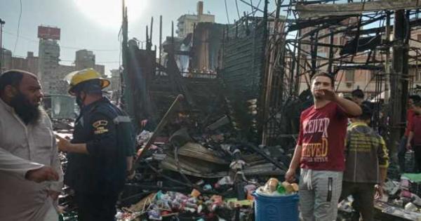صور.. حريق هائل يدمر أكشاك ومحال بسوق محطة مصر بالإسكندرية