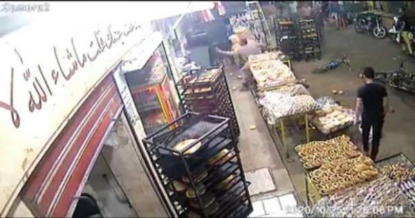 مسن يذبح شقيقين في الشرابية وسط الشارع.. والتحريات تكشف السبب - فيديو