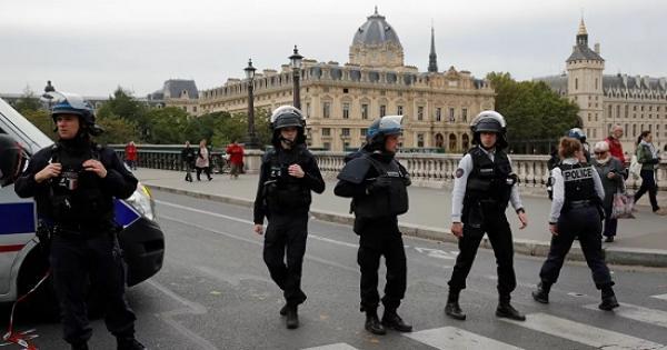 تقارير: ضحية اعتداء فرنسا أستاذ تاريخ عرض رسوما كاريكاتورية للنبي محمد