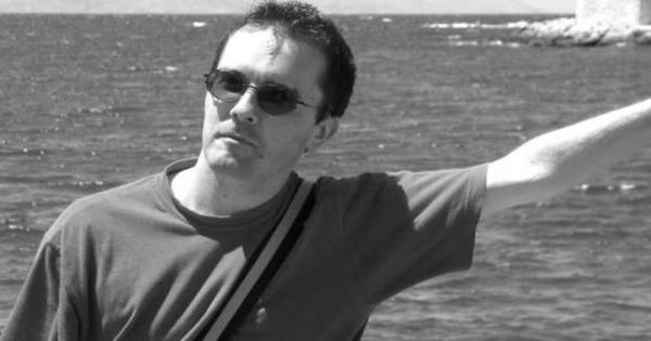 القصة الكاملة لمقتل معلم فرنسي لعرضه رسوما مسيئة للنبي محمد - فيديو وصور