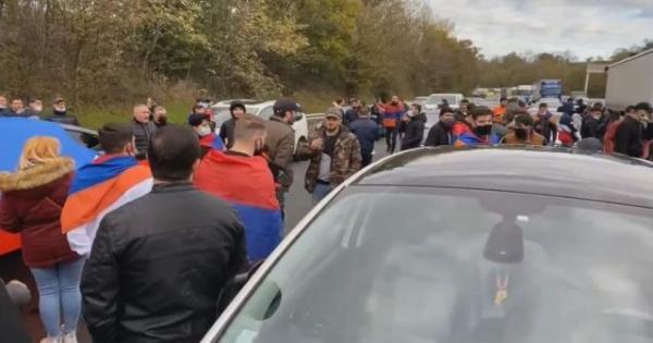 عاجل.. اشتباكات عنيفة بين الأرمن والأتراك في فرنسا
