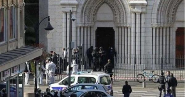 هجمات إرهابية وحوادث طعن.. تفاصيل يوم مرعب عاشته فرنسا..فيديو