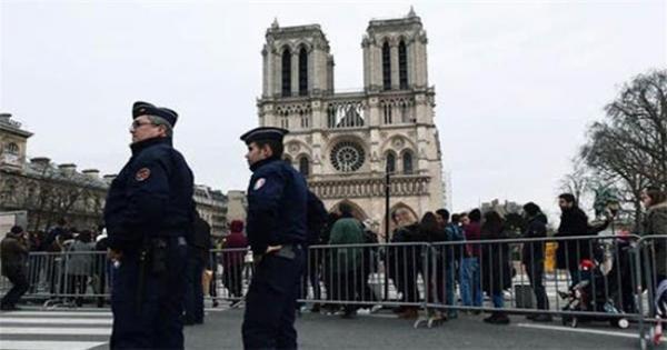 مقتل منفذ عملية الطعن قرب كنيسة نوتردام في فرنسا