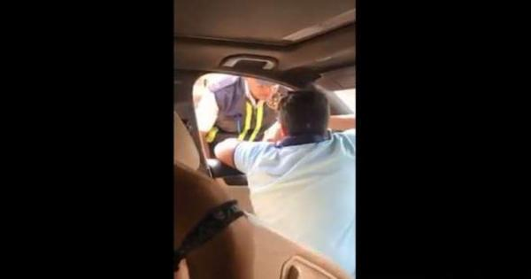 فيديو.. طفل يصدم أمين شرطة بسيارته بعد سؤاله عن الرخص: إزاي تتكلم معايا كده؟
