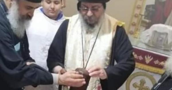 الأنبا يواقيم يطيب رفات الشهيد أبو سيفين بكنيسة مارجرجس غرب الأقصر.. صور