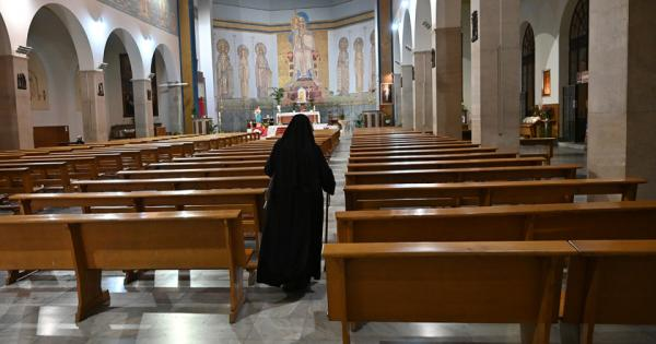 إيطاليا تحظر قداس منتصف الليل في عيد الميلاد