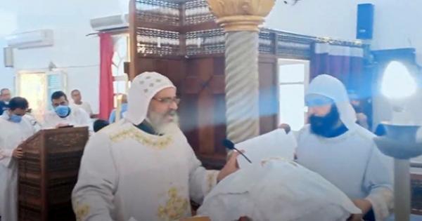 بالفيديو.. شاهد ترحيم رهبان الانبا مقار للانبا ابيفانيوس بقداس التذكار الثاني