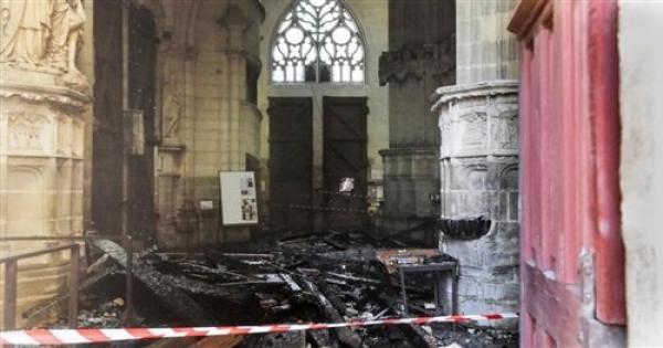 هجوم بقنبلة حارقة يتسبب في أضرار بكاتدرائية ماناجوا في نيكاراجوا