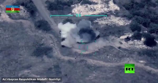 فيديو.. لحظة تدمير الجيش الآذربيجاني مواقع الجيش الأرمني