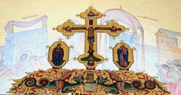 """صور .. الأنبا نيقولا أنطونيو : عندما لم يجد بيلاطس حجة على """"يسوع"""" أراد تحقير اليهود فكتب على صليبه هذه العبارة"""