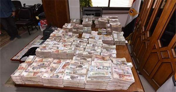جنايات دمنهور تحكم بالسجن المؤبد وغرامة مالية وعزل من الوظيفة على مدير مكتب محافظ البحيرة المرتشي
