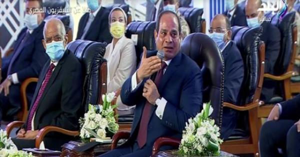 بعد كلمة وزير البترول.. السيسي ضاحكا: انت حاجة صعبة جدا.. فيديو