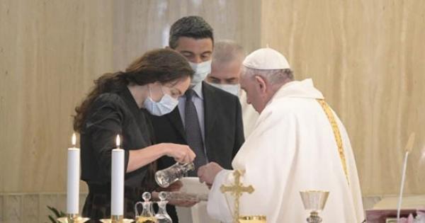 رسميًا.. البابا فرنسيس يمنح النساء خدمات كنسية كانت مقتصرة على الرجال