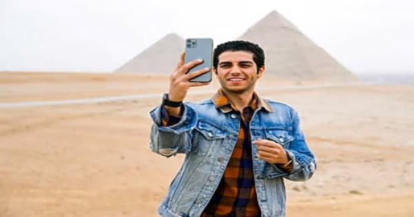 مينا مسعود سفير اتكلم عربي يزور الأهرامات.. ويصرح: مصر أعظم الدول - صور