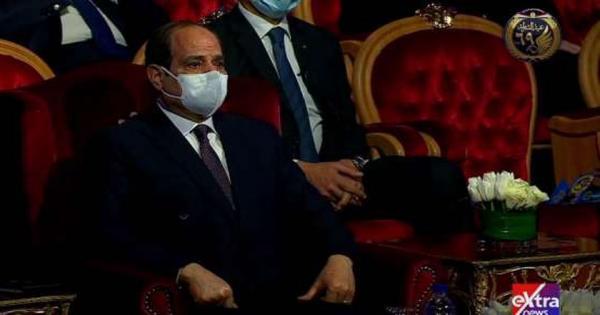 دموع الفخر.. الرئيس السيسي يبكي متأثرا بتضحيات رجال الشرطة (صور)