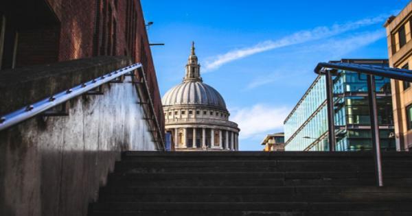 إغلاق الكاتدرائيات في جميع أنحاء إنجلترا وتعليق الصلاة
