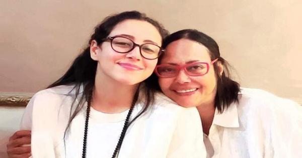 أول صورة لـ نهي العمروسي مع ابنتها بعد الإفراج عنها فى قضية الفيرمونت