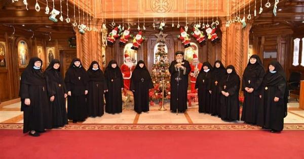 بالصور.. البابا تواضروس يستقبل رئيسات أديرة الراهبات