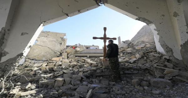 قادة مسيحيون يحثون بايدن على رفع العقوبات عن سوريا