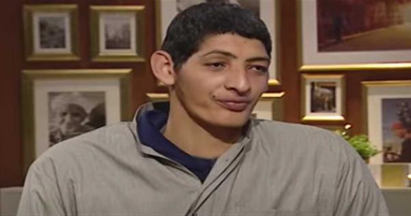 فيديو..أطول شاب في مصر عن معاناته والتعرض للتنمر: «لسه باطول وبقالي 20 سنة في البيت»
