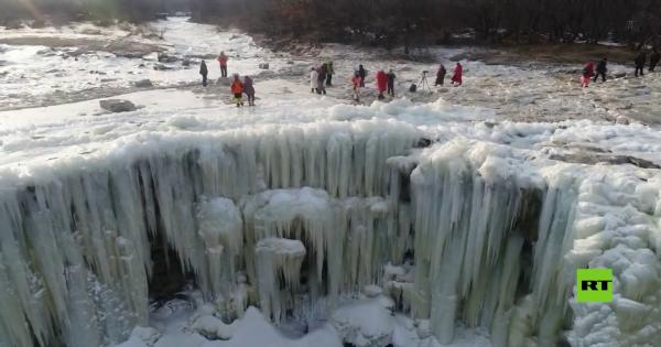 مناظر طبيعية خلابة لشلالات متجمدة في الصين