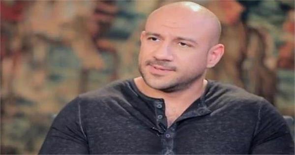 إصابة أحمد مكى بفيروس كورونا وخضوعه للعزل المنزلى وبروتوكول العلاج