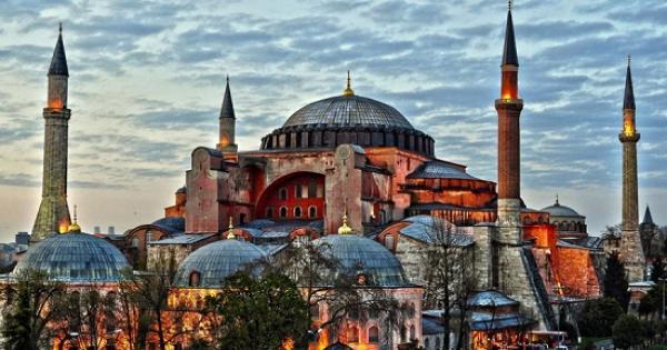 في مثل هذا اليوم.. الامبراطور البيزنطي جستنيان الأول يأمر ببناء بازيليكا مسيحية أرثوذكسية في القسطنطينية - آيا صوفيا