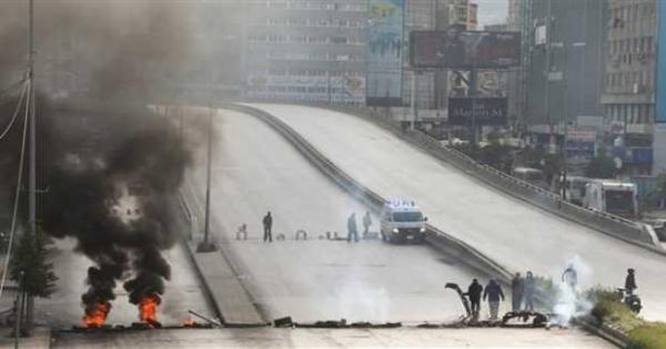 احتجاجات لبنانية تطالب باستقالة عون وتسليم السلطة للجيش