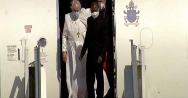 لحظة وصول بابا الفاتيكان إلى مطار بغداد الدولي | فيديو