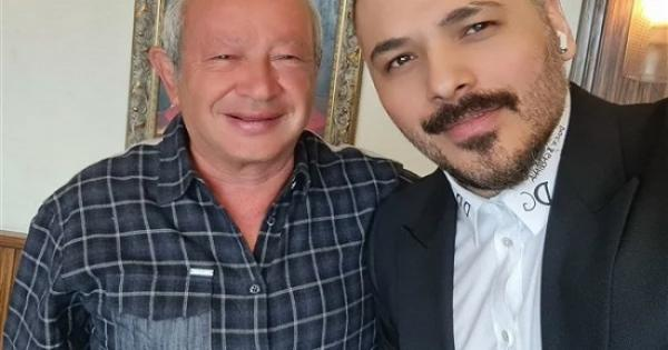 مصر نورت بيك.. رامي عياش يتغزل في نجيب ساويرس