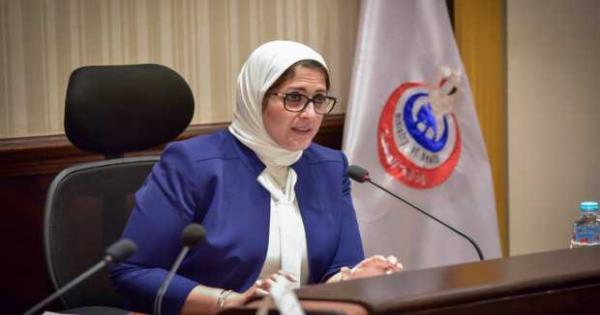 وزيرة الصحة تكافئ فرق المسعفين لسرعة تعاملهم مع حادث قطارى سوهاج