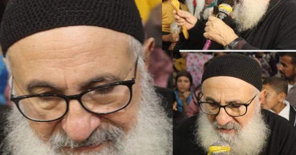 النائب البابوي لايبراشية بني مزار يترأس الصلاة على جثمان القمص عازر تواضروس
