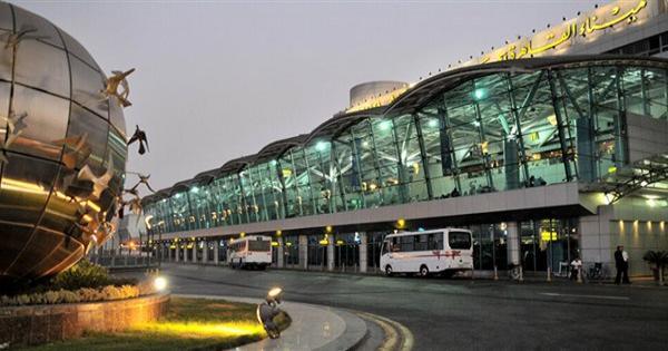 مطار القاهرة يمنع دخول 7 هنود ثبت إصابتهم بكورونا