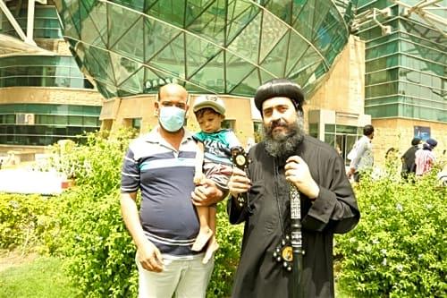 بالصور.. أسقف عين شمس يزور مستشفى 57357