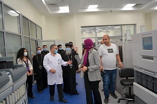 الأنبا مكاريوس يزور أطفال مستشفى 57357 - صور