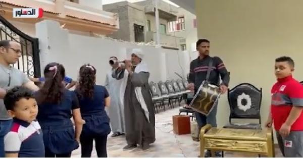 إستقبال خاص من الأهالى لـ أشرف السعد أمام منزله - فيديو