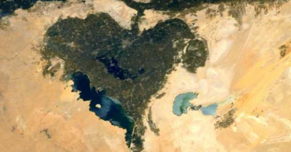 رائد فضاء فرنسى يهدى والدته من الفضاء صورة لمحافظة مصرية على شكل قلب
