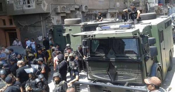 """المتهم في """"مذبحة أبو حزام"""" يمثل جريمته وسط حراسة مشددة"""