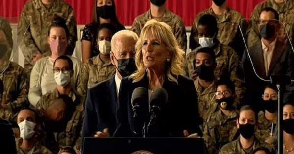 جيل بايدن توبخ زوجها أثناء حديثها للقوات الأمريكية.. اعرف السبب | فيديو